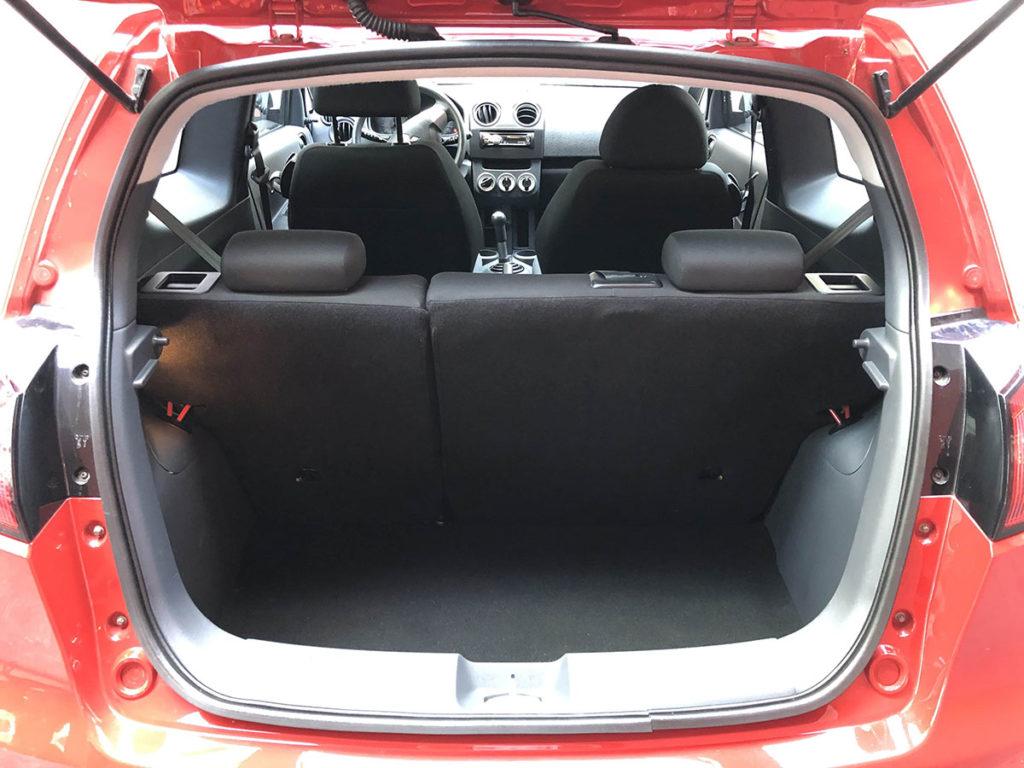 Auto mieten in Luzern Mitsubishi Colt Innenraum und Kofferraum